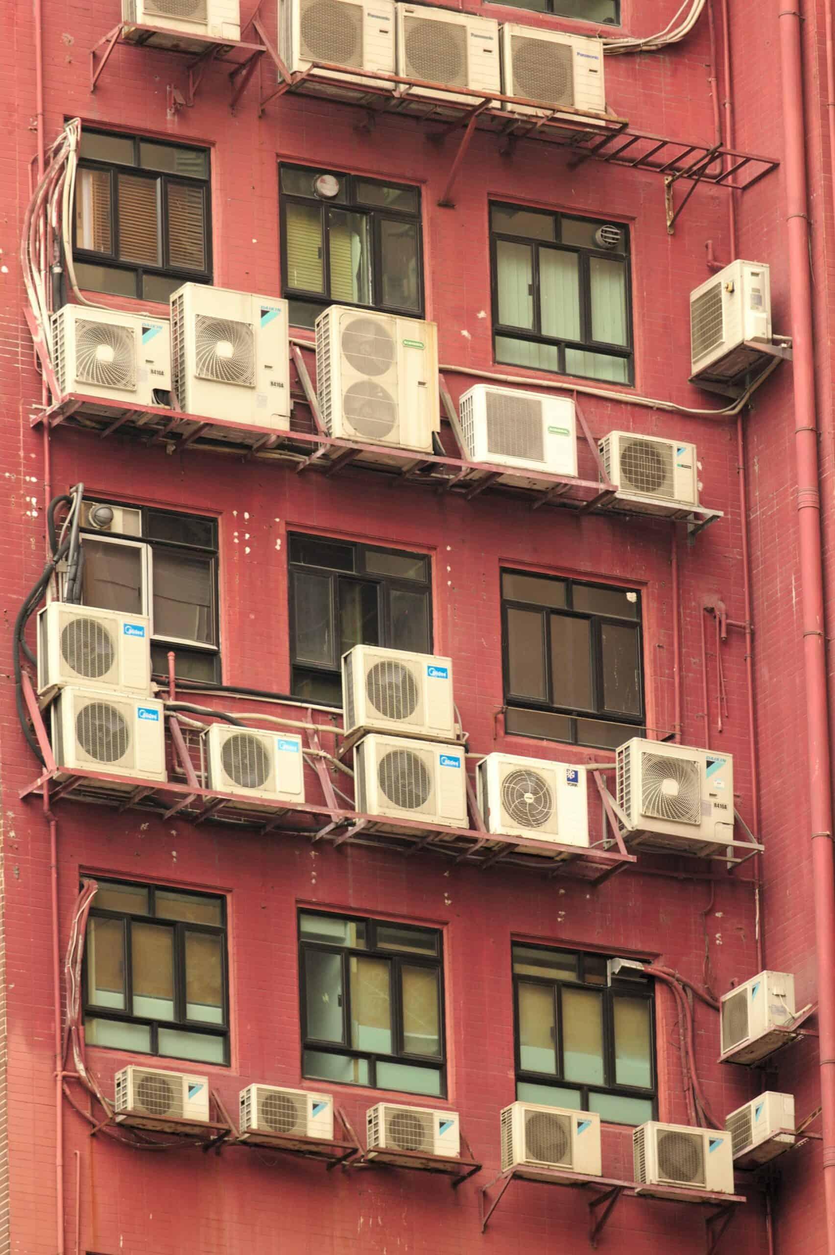 Taloyhtiön ilmalämpöpumput voidaan asentaa myös keskitetysti, jolloin jokaiseen asuntoon ei tule omaa ulkoyksikköä.